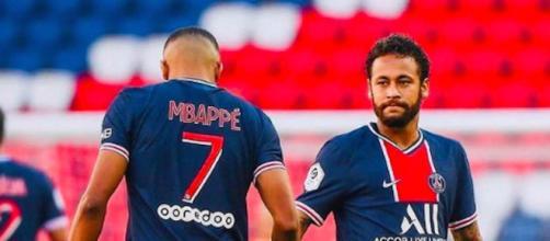 'Faudra trouver autre chose pour aller au carnaval' déclare Mbappé à Neymar qui tombe. ©k.mbappe Instagram