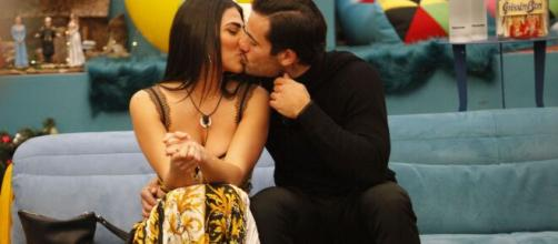 Grande Fratello Vip: Pretelli avrebbe detto 'ti amo' a Giulia.