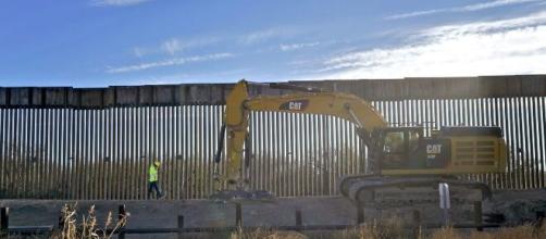 Biden derogó la emergencia migratoria que usó Trump para financiar la construcción del muro fronterizo.