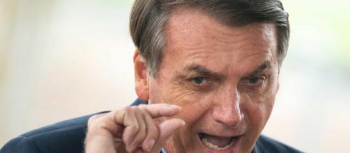 Bolsonaro diz que auxílio emergencial irá voltar. (Arquivo Blasting News)
