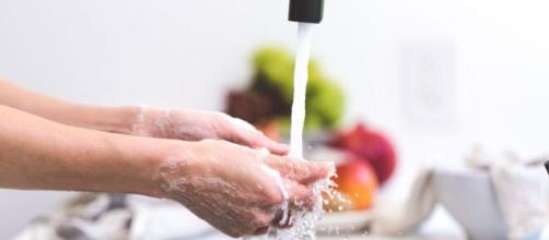 La higiene frecuente de las manos al cocinar ayuda evitar la infección del coronavirus.