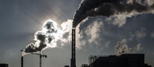 L'inquinamento da combustibili fossili provoca ogni anno quasi 9 milioni di morti.