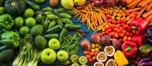 Consumir verduras crudas quema la grasa abdominal