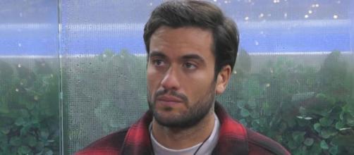 Grande Fratello Vip, grida esterne per Pretelli: 'Leo non guarda più la tv per Giulia'.