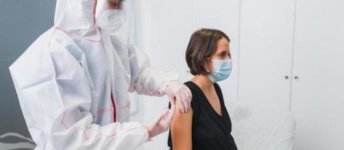 La segunda dosis de la vacuna conlleva algunos efectos secundarios leves