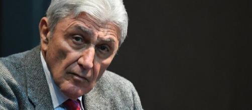 Antonio Bassolino annuncia la candidatura a sindaco di Napoli.