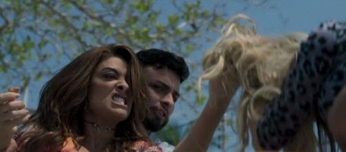 Bibi arrancará tufos de cabelo de Carine em 'A Força do Querer'. (Reprodução/TV Globo)