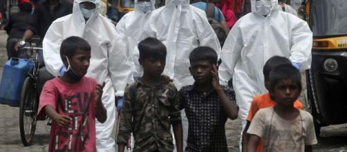 Pandemia puede aumentar pobreza extrema, dice Banco Mundial.