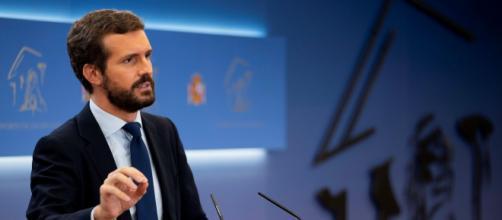 Casado dice que Sánchez es responsable de las palabras de Pablo Iglesias.
