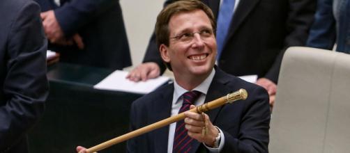 El alcalde de Madrid cree que Sánchez se beneficia con la conducta de Pablo Iglesias