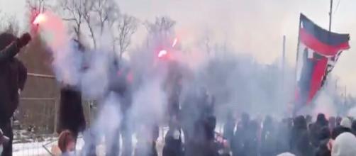Les fans du PSG en feu pour soutenir leurs joueurs avant la rencontre face au Barça (capture).