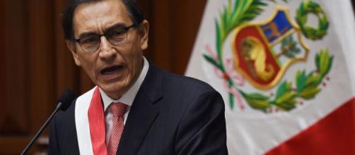 Martín Vizcarra acepta su error y abandona su cargo