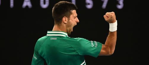 Novak Djokovic in azione agli Australian Open- Photo Credit: via Twitter, @SupertennisTv