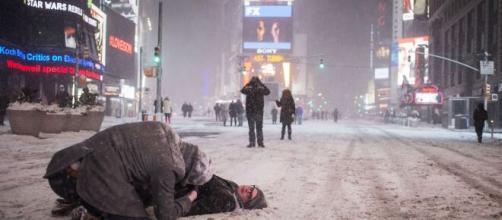 Nueva York, paralizada por una tormenta de nieve histórica.