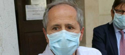 Andrea Crisanti preoccupato dalla variante inglese del coronavirus.