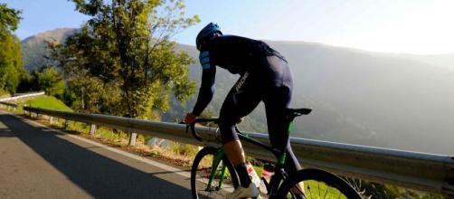 Ciclismo e disturbi alimentari, Cimolai: 'Una mela dopo 5 o 6 ore di allenamento'.