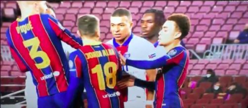 Kylian Mbappé et Jordi Alba se sont échangés des mots durs ce mardi soir. (©Capture d'écran vidéo)