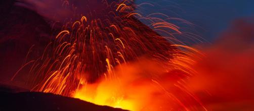 La impresionante erupción del Etna alcanzó un kilómetro de altura