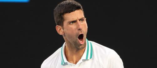 Novak Djokovic in azione a Melbourne.