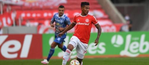 Zé Gabriel deve começar o jogo contra o Flamengo na vaga de Victor Cuesta. (Arquivo Blasting News)