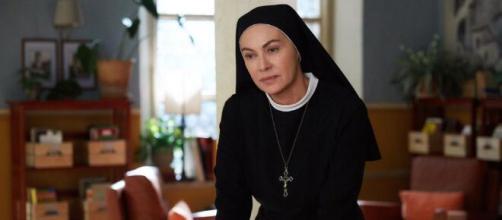 Che Dio Ci Aiuti, Elena Sofia Ricci è Suor Angela.