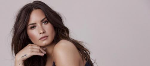 Demi Lovato nel 2018 causa overdose, ha avuto 3 ictus e un infarto. Ha rischiato di morire ed oggi racconta la sua rinascita.