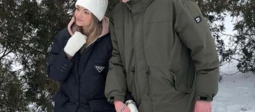Una joven pareja ucraniana ha sorprendido al mundo encadenándose como muestra de amor