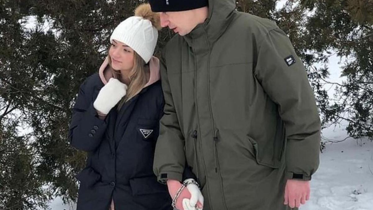 Una pareja ucraniana se encadena durante tres meses para demostrar su amor