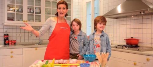 La chef comentó a su hijo de 13 años que los niños debían bailar con las niñas.