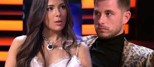 Tom Brusse se acerca a su ex, Melissa