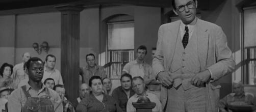 'Il buio oltre la siepe', frame del film del 1962 di Robert Mulligan, tratto dal romanzo di Harper Lee.