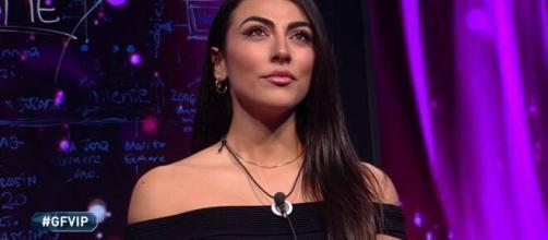 GFVip: Giulia Salemi avrebbe messo dei 'like' a dei tweet contro Zelletta e Cannavò.