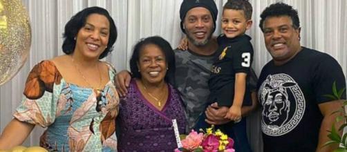 Mãe de Ronaldinho Gaúcho morreu por complicações da Covid-19. (Reprodução/Instagram/@ronaldinho)