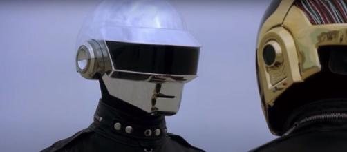 I Daft Punk annunciano lo scioglimento tramite un video YouTube.