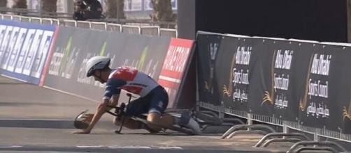 La caduta di Antonio Tiberi nella cronometro dell'Uae Tour.