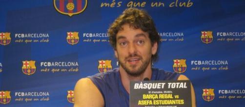 Pau Gasol regresa al club que lo vio nacer, el FC Barcelona, confirmando el rumor que corría por las redacciones deportivas.