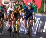 La vittoria di Sam Bennett nella quarta tappa dell'UAE Tour