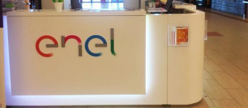 Il logo Enel, l'azienda ricerca diplomati tecnici-operativi e project manager