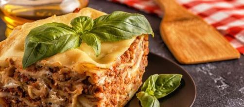 Lasagne alla bolognese, il primo piatto protagonista della domenica.