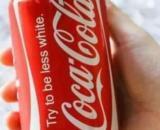"""Coca-Cola no lanzó una nueva lata con la frase """"trata de ser menos blanco"""" (Twitter)"""