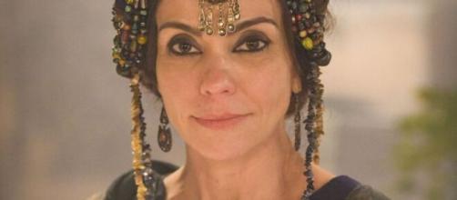 """Aya ajudará Danina em """"Gênesis"""". (Reprodução/RecordTV)"""