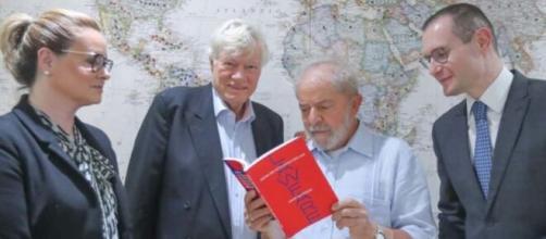 Defesa de Lula diz que o MPF forjou provas contra Lula no caso do imóvel do Instituto Lula. (Arquivo Blasting News)