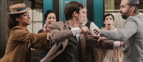 Una vita, trame Spagna: Santiago minaccia di uccidere Felipe.