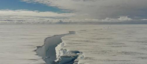 Chasm 1 on the Brunt ice shelf near British Antarctic station in Antarctica (Image source: Penguido/YouTube)