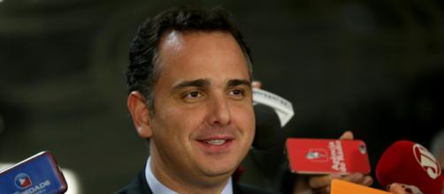 Pacheco admite que pode haver fatiamento da PEC, aprovando apenas a retomada do pagamento do auxílio emergencial (Wilson Dias/Agência Brasil)