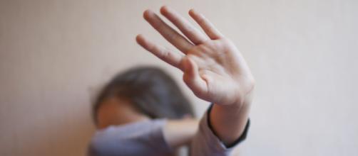 Abusava sessualmente della nipote di 5 anni, indagata 50enne di Terracina.