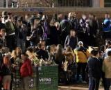 Un'immagine degli assembramenti in Darsena a Milano.