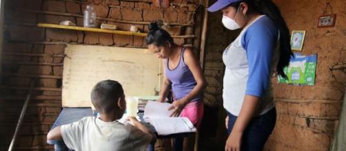 Familias pobres de México no tienen recursos para la educación a distancia.