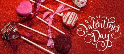 Romántico y feliz día de San Valentín en casa durante esta pandemia