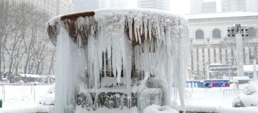 Tormenta invernal azota la región noreste de EEUU, autoridades recomiendas a los ciudadanos tomar previsiones por las nevadas.